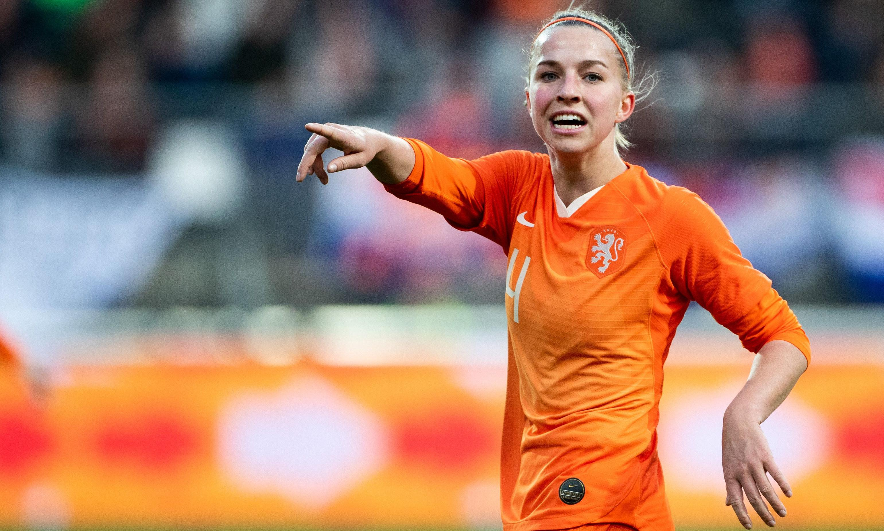 Manchester United sign Netherlands' Jackie Groenen for first WSL season