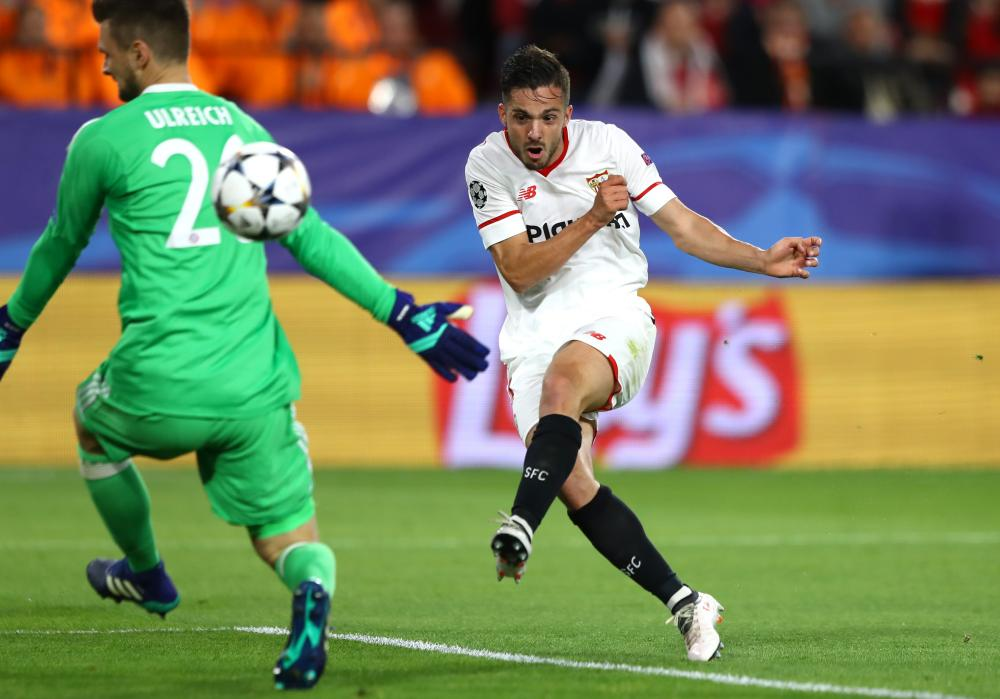Pablo Sarabia steers the ball past Ulreich.