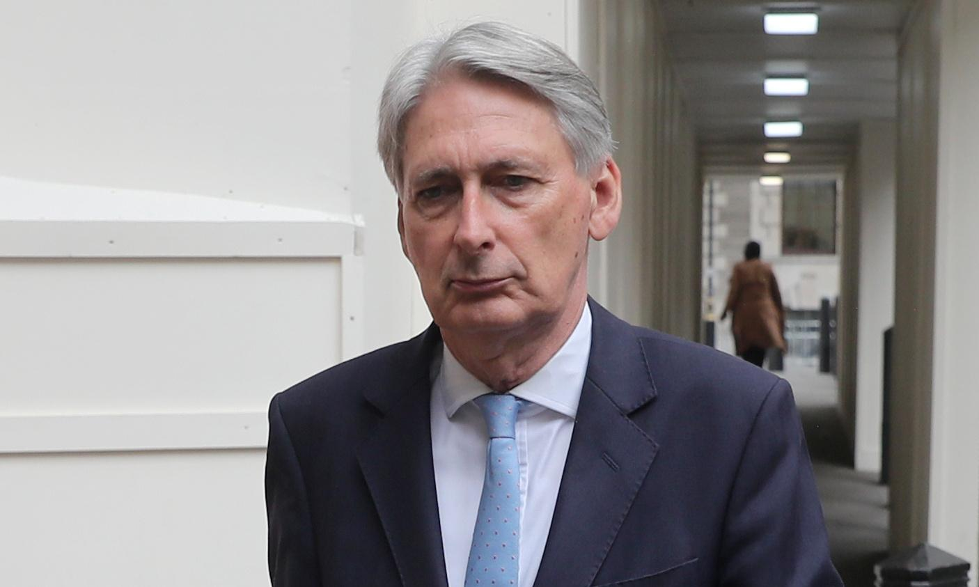 Hammond voices concern PM may be trying to dupe MPs into backing no deal