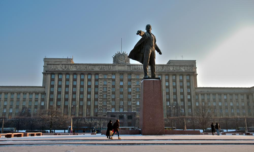 House of Soviets and Vladimir Lenin statue at Moskovsky Square.