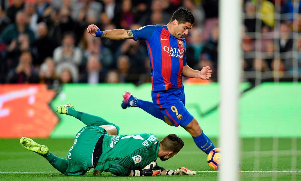 Luis Suarez doubles Barcelona's lead.