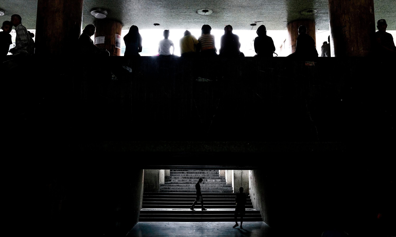 Blackouts plunge Venezuela into chaos as minister blames saboteurs