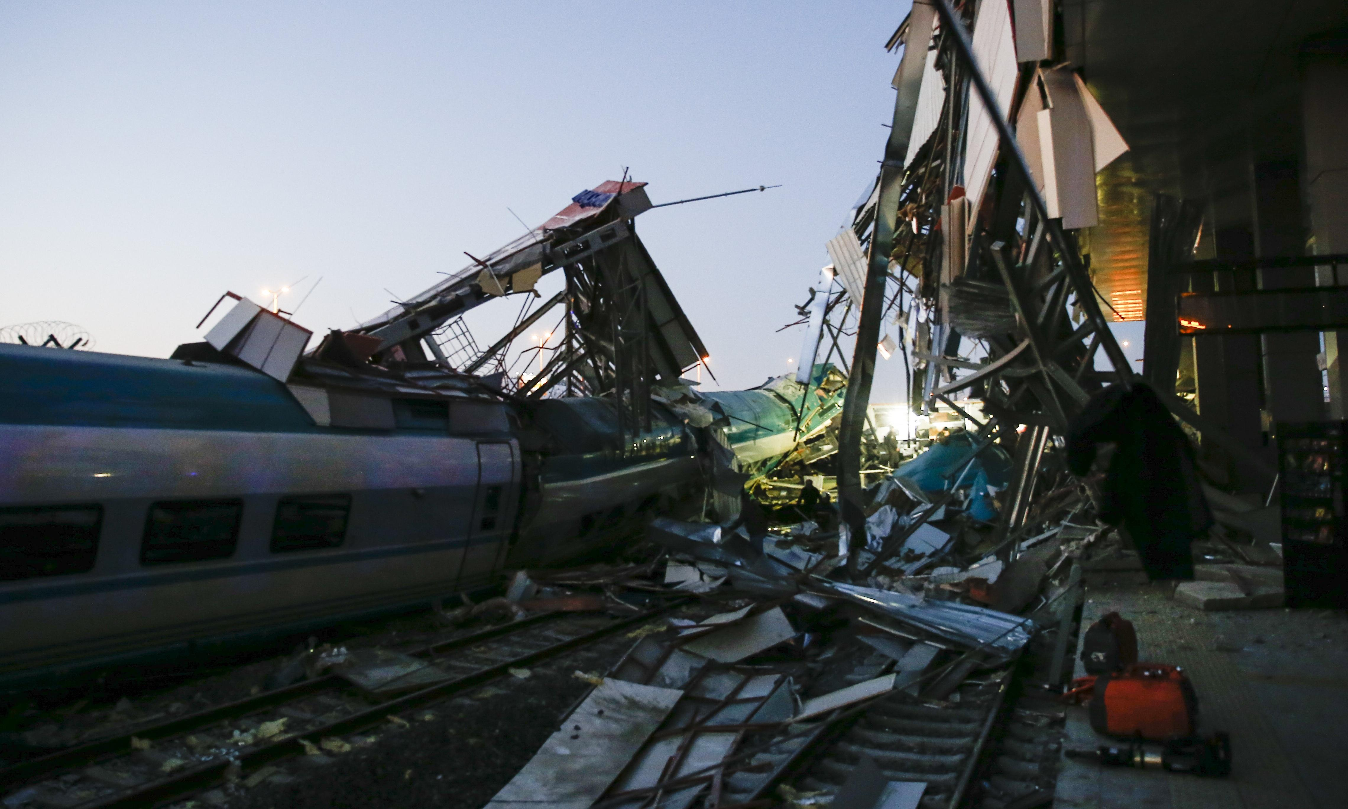 Turkey: high-speed train crash in Ankara leaves many dead