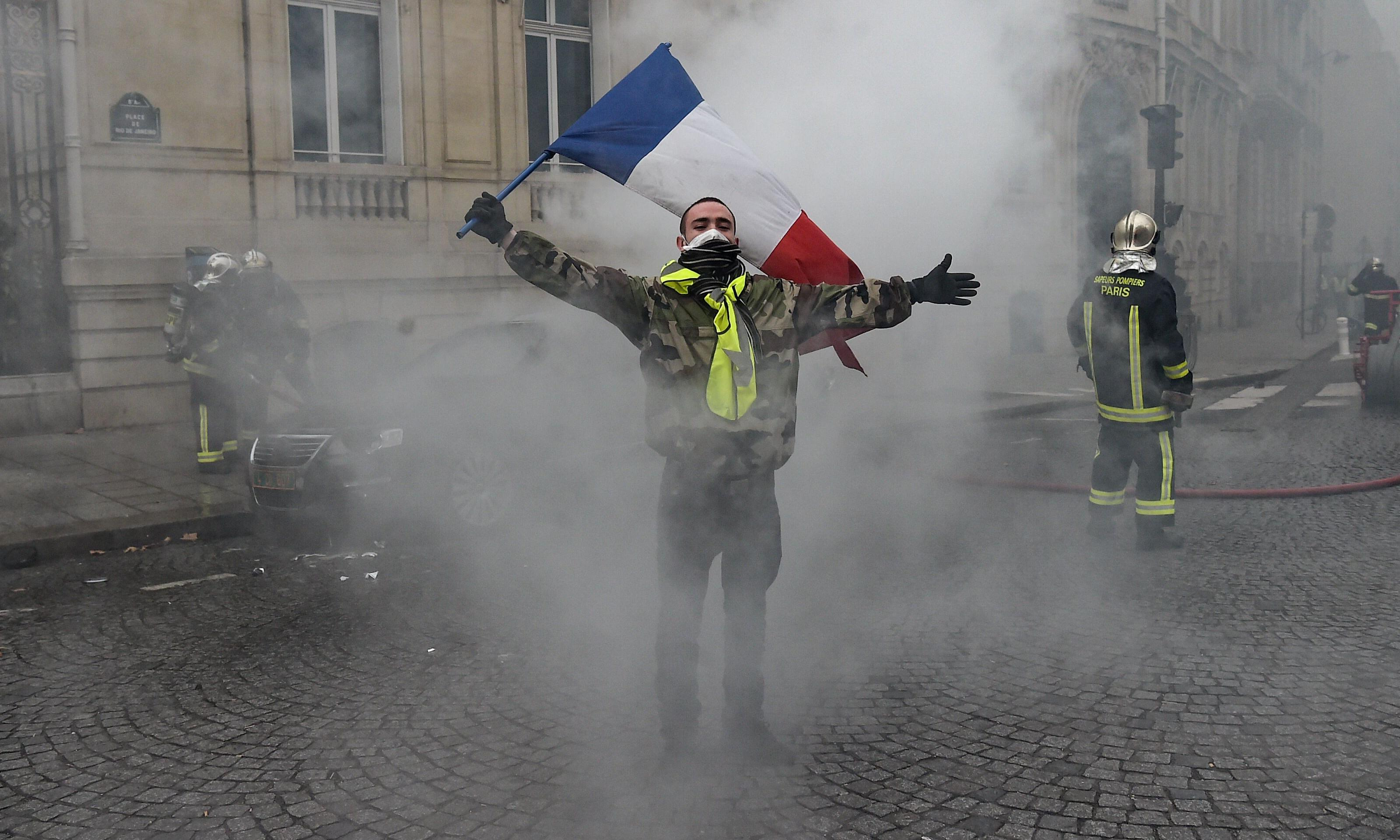 Paris under siege as gilets jaunes open 'Act IV' – a fourth weekend of protest