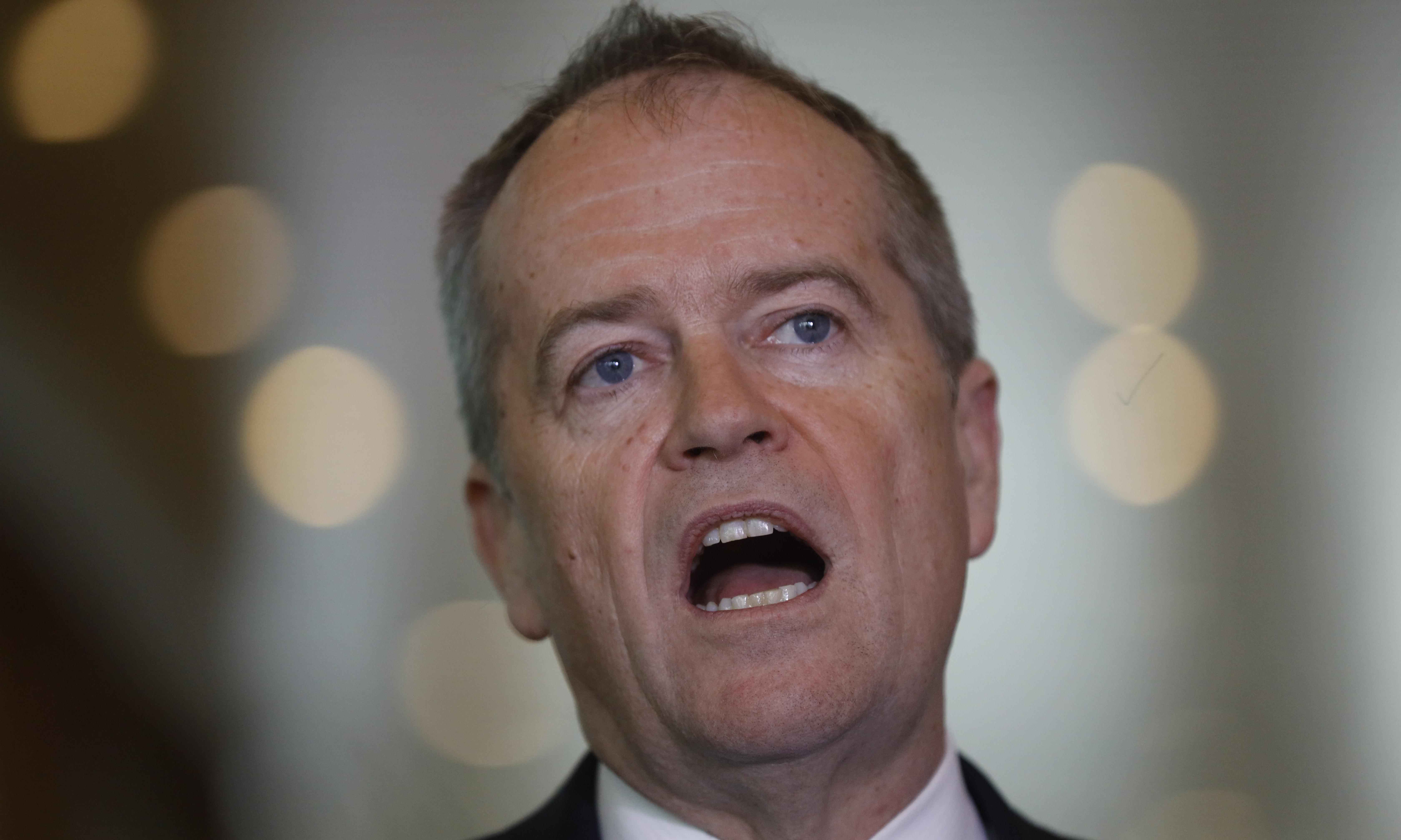 Robodebt class action: Shorten unveils 'David and Goliath' legal battle into Centrelink scheme