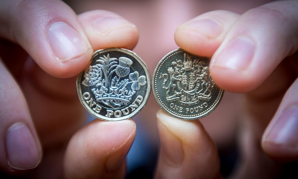 The new £1 coin on the left, the old round pound on the right.