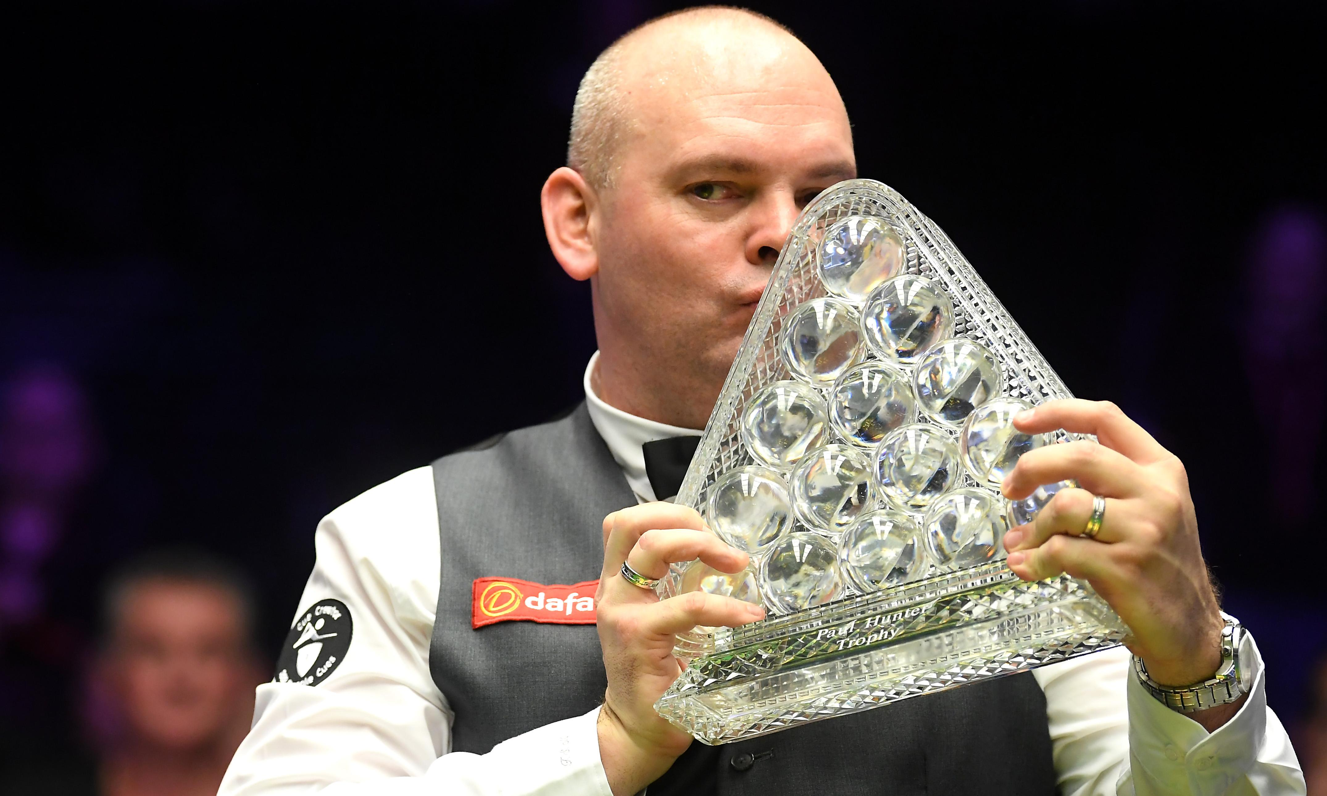 'Whoopee cushion' disrupts final before Stuart Bingham wins Masters snooker
