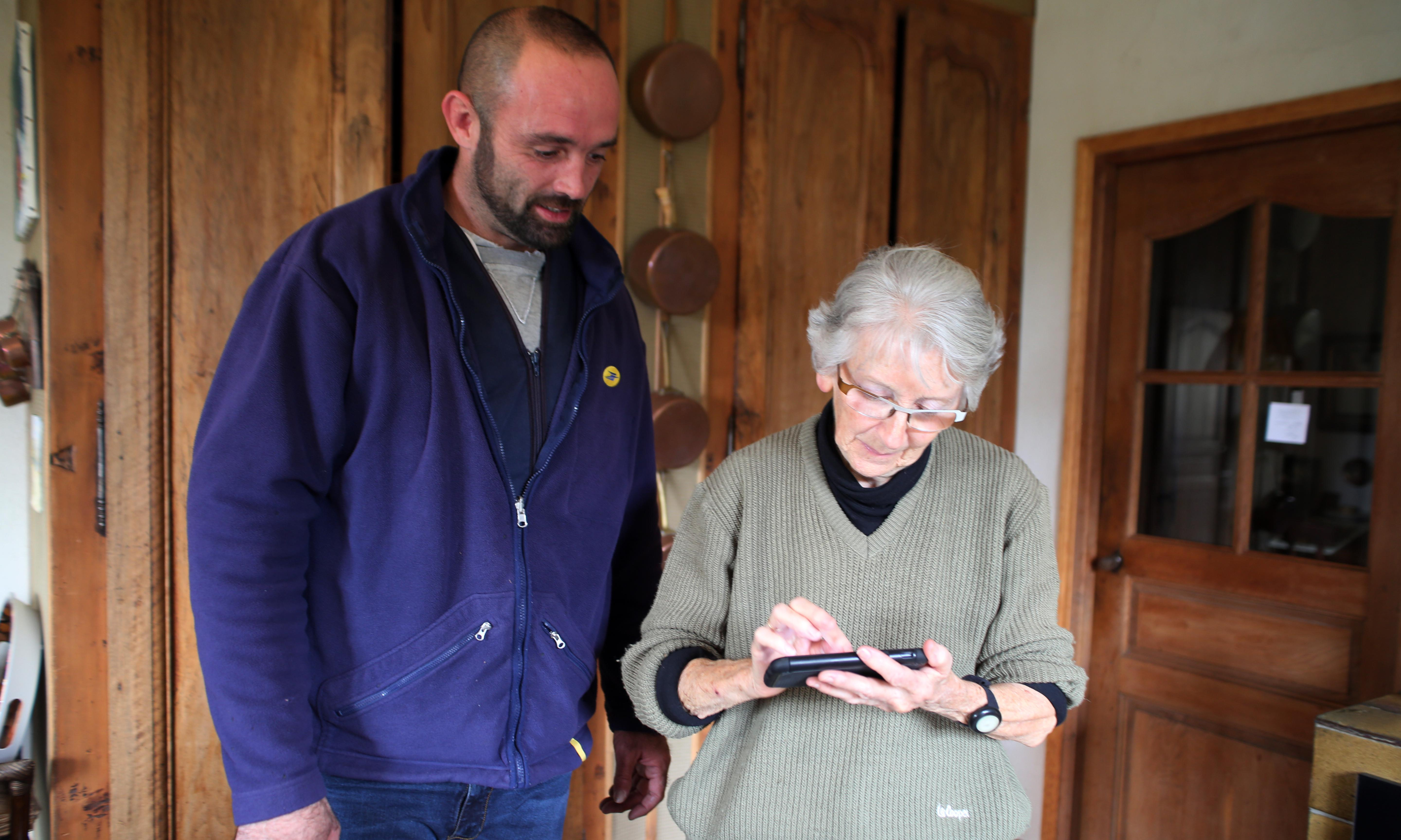 Care package: the French postal workers helping lonely older people