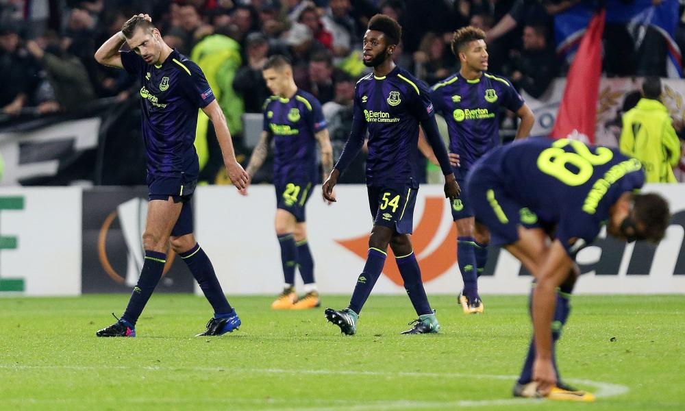 Everton players look dejected after going behind.