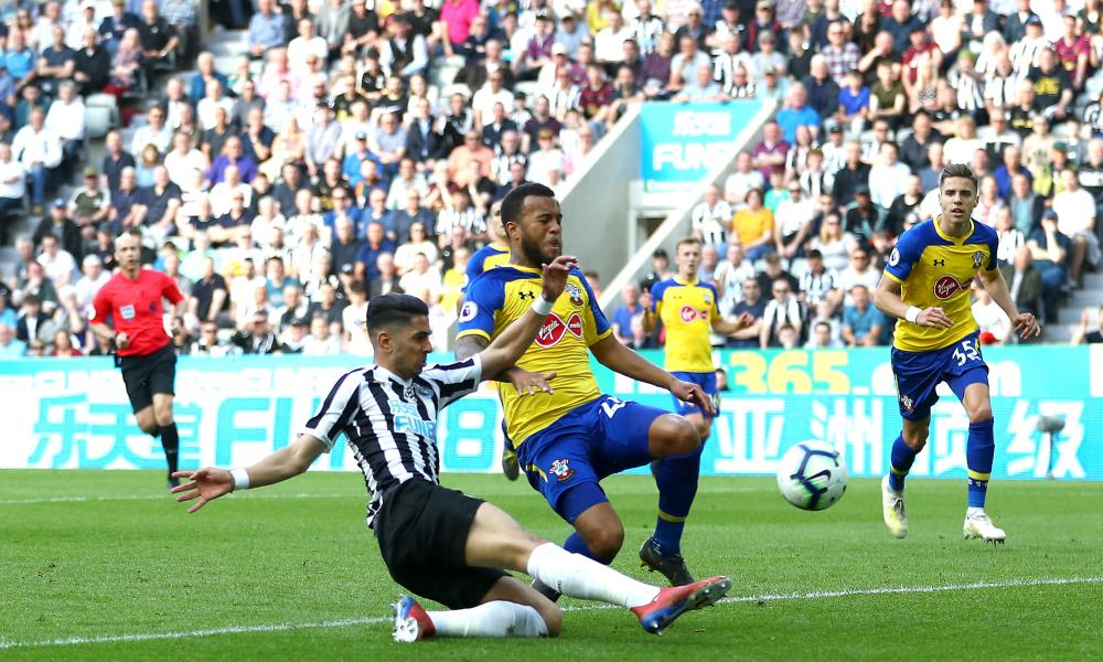 Ayoze Perez scores his, and Newcastle's,second goal of the game.