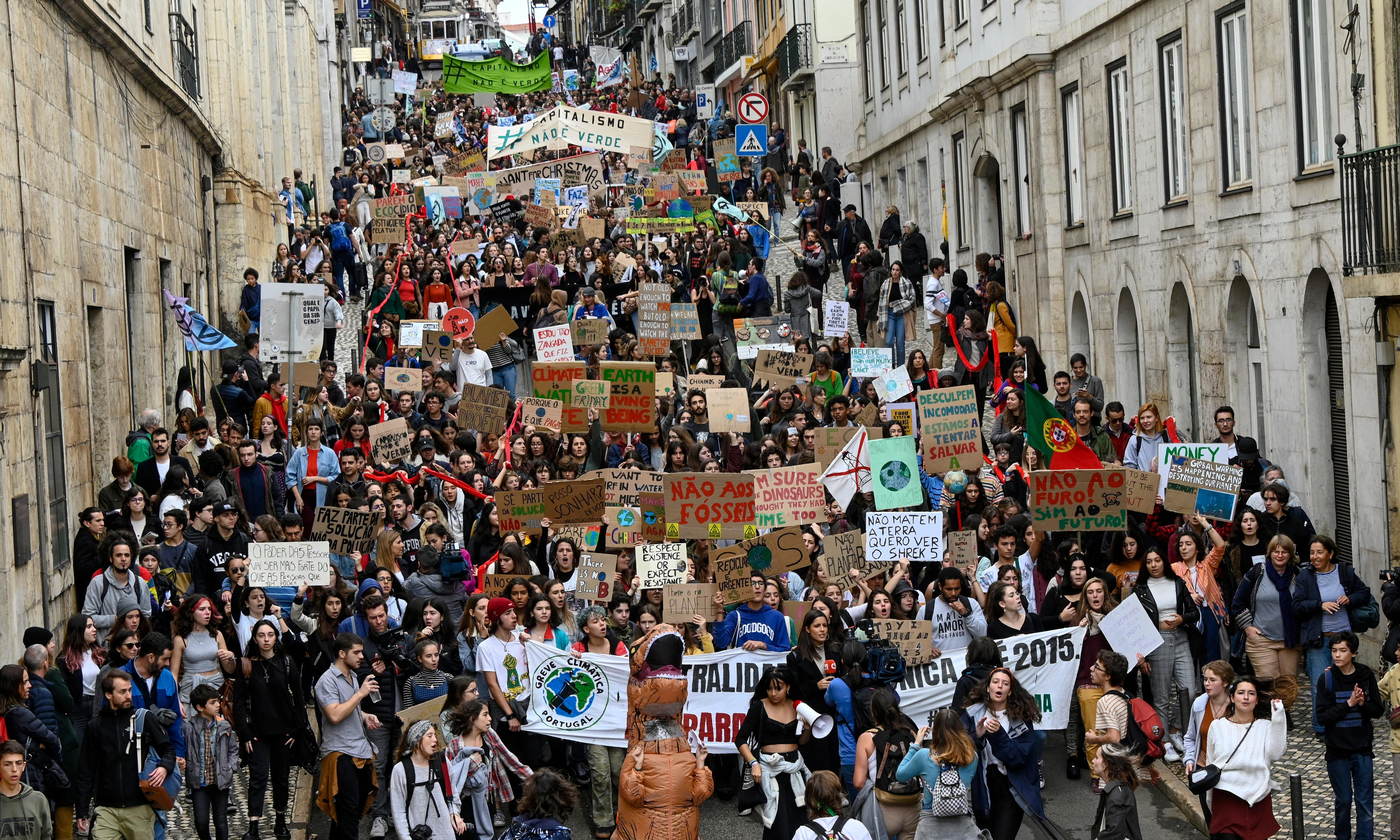 Hundreds of thousands of students join global climate strikes
