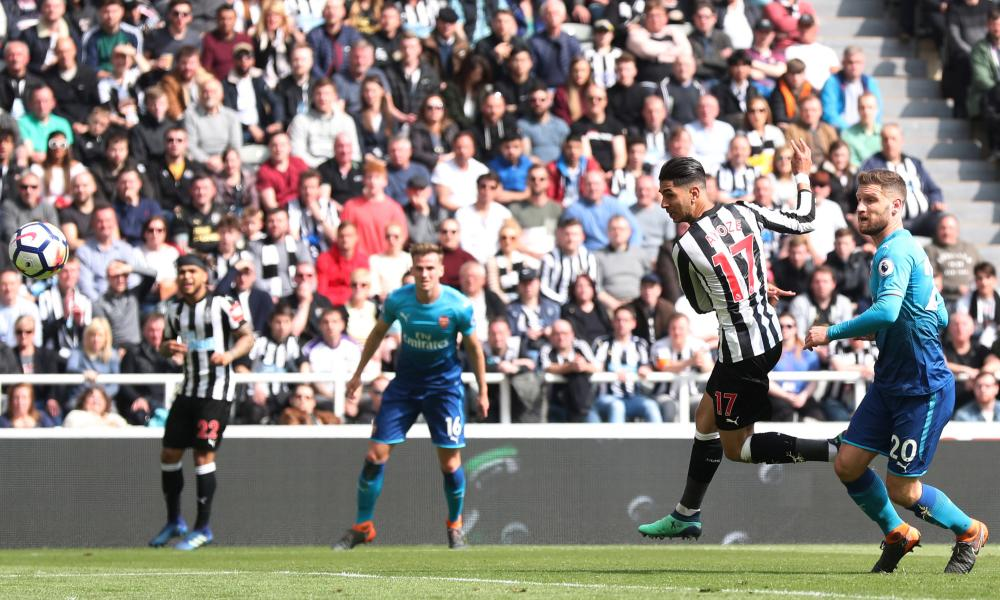 Ayoze Pérez scores Newcastle's equaliser, his third goal in three matches.
