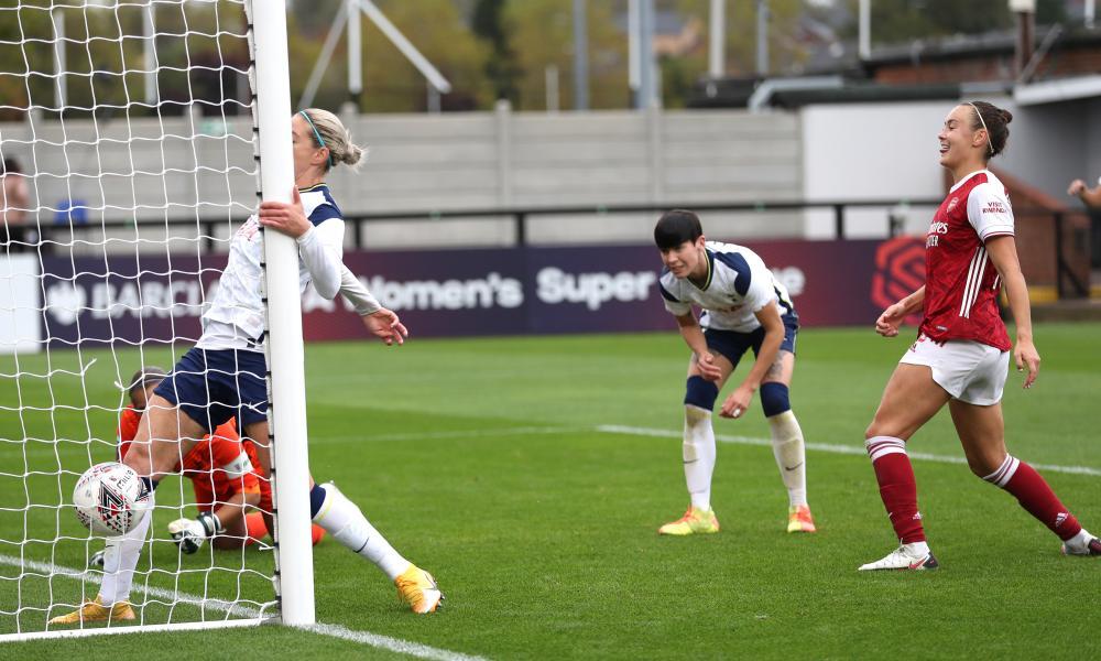 Caitlin Foord scores Arsenal's sixth goal.
