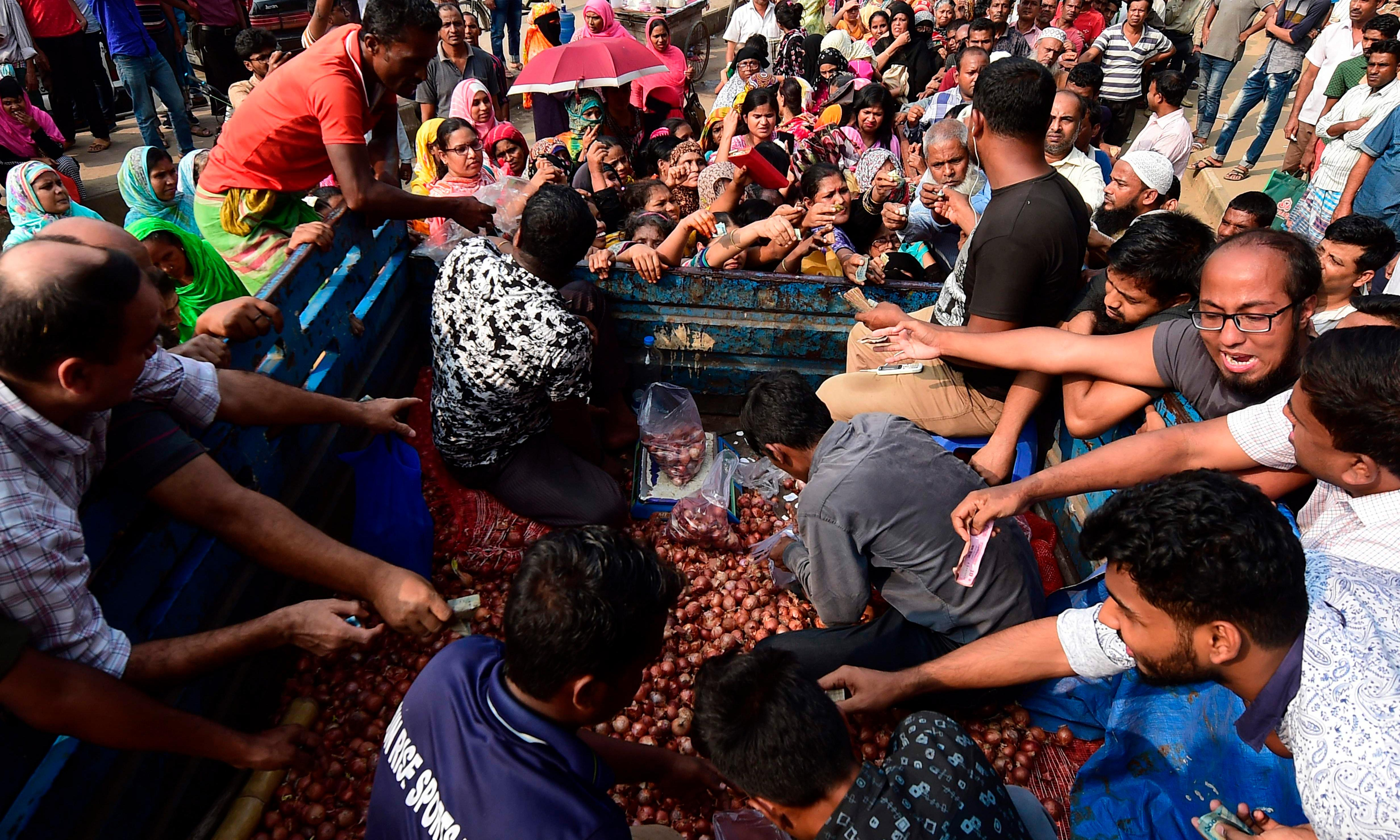 Bangladesh flies in planeloads of onions amid national outcry over shortage