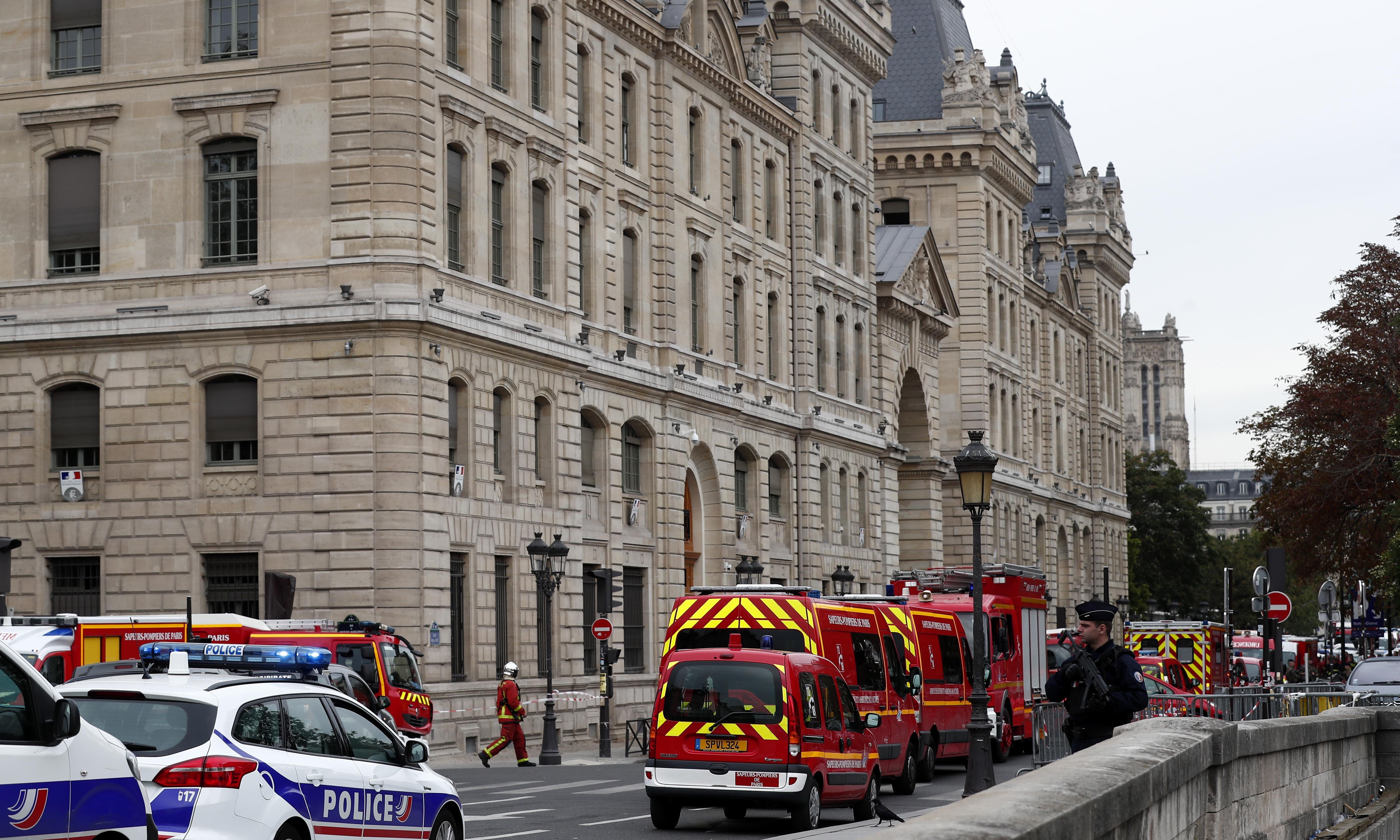 Paris police attack: administrator kills four at police headquarters