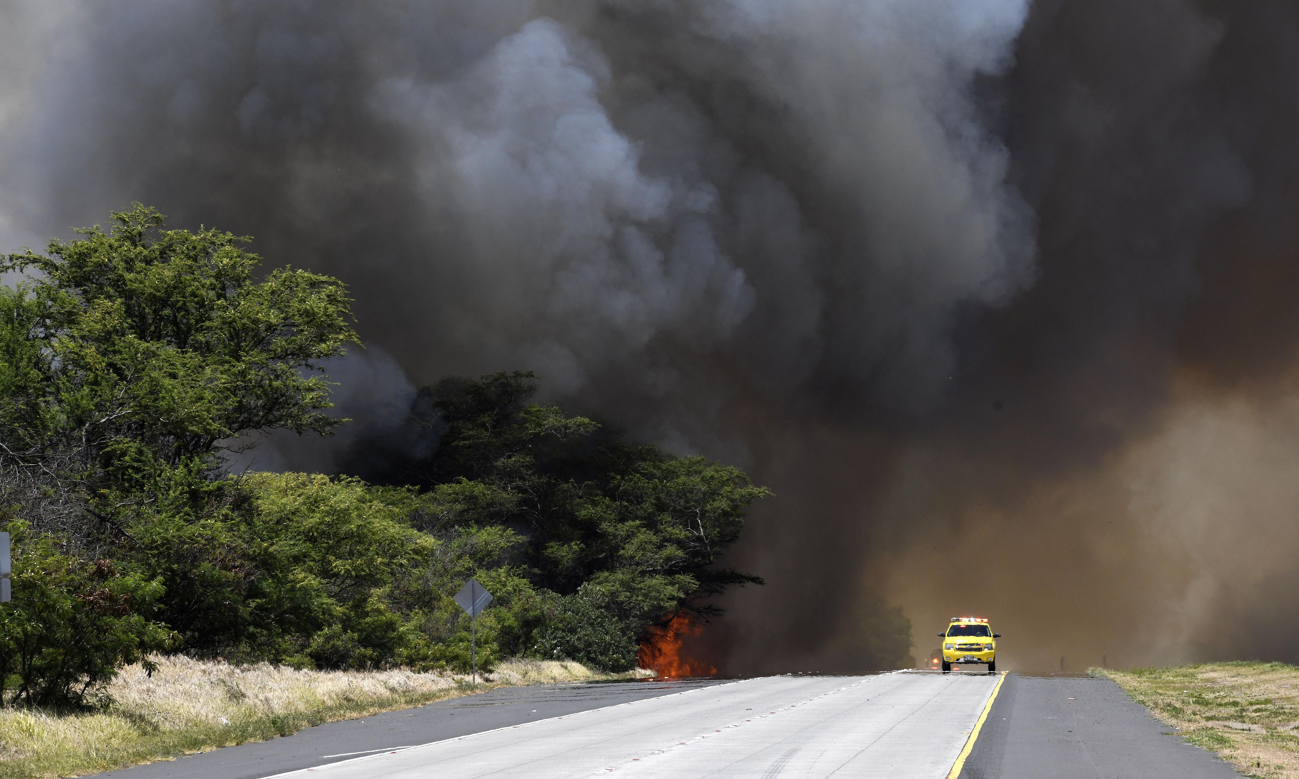 Hawaii wildfire forces thousands to evacuate Maui towns