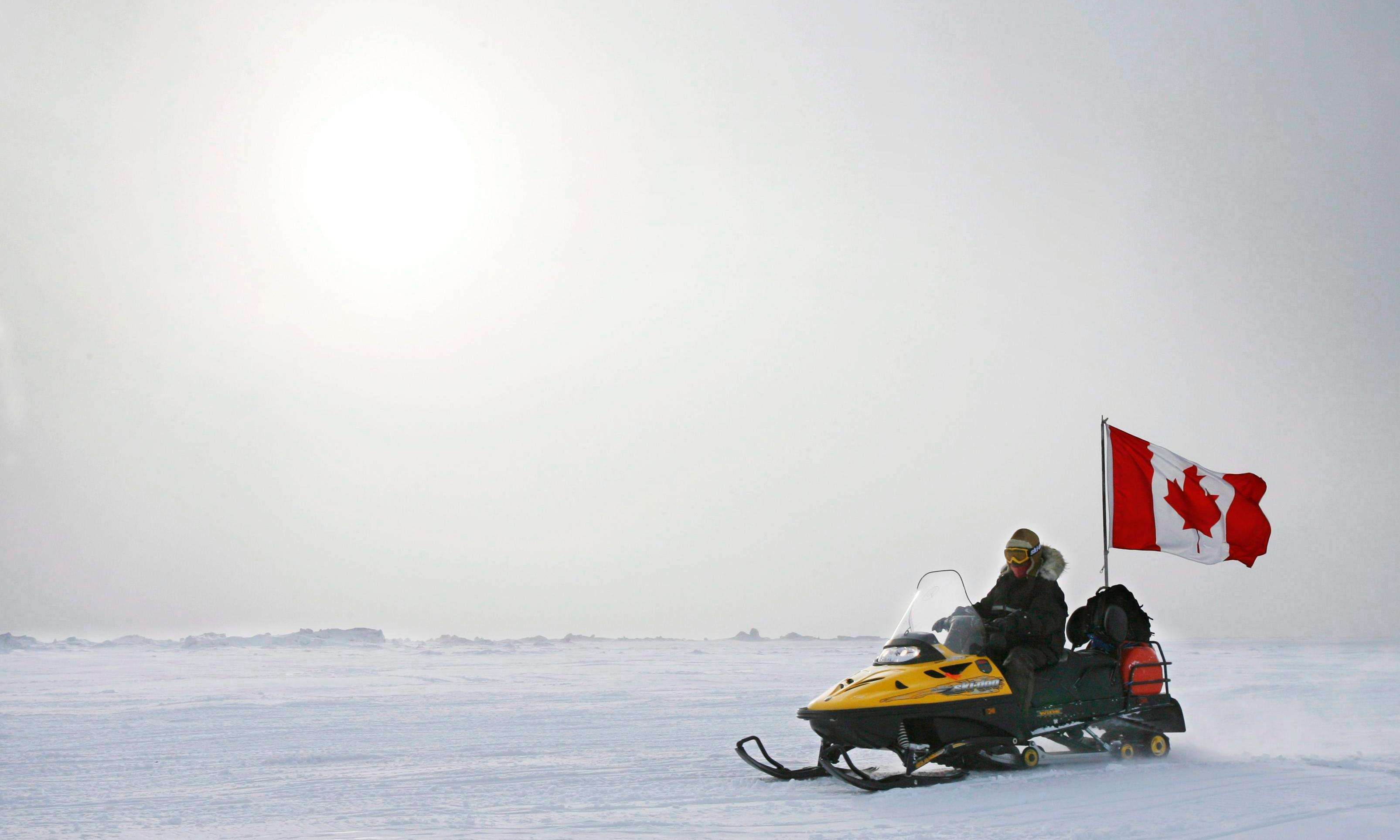 Canada: snowmobiles plunge through ice leaving one dead and five missing