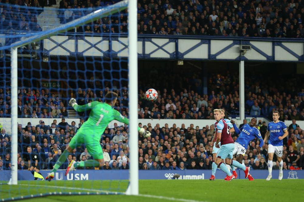 Nick Pope of Burnley saves from Abdoulaye Doucoure of Everton.