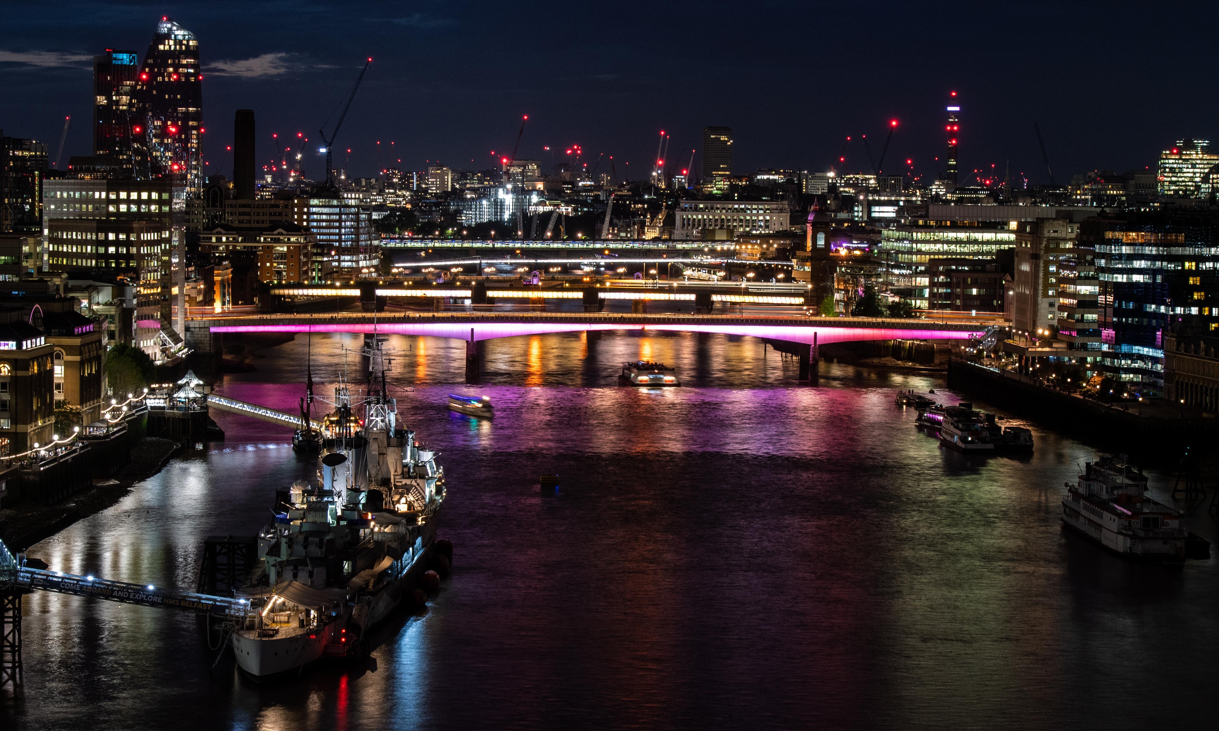 London bridges go LED as part of £45m longest artwork project