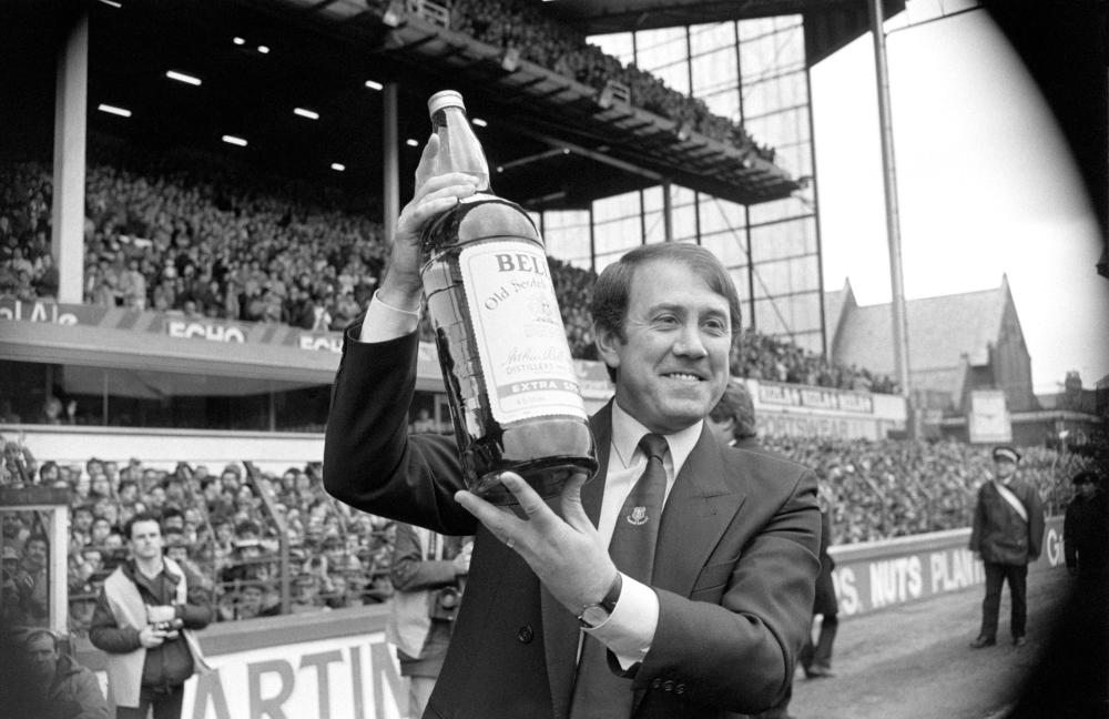 Howard Kendall lifts a manager of the year prize at Everton in 1985.