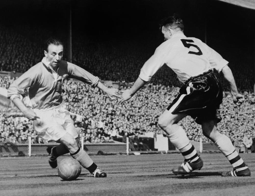 Blackpool's Stanley Matthews dribbles in the 1953 cup final.