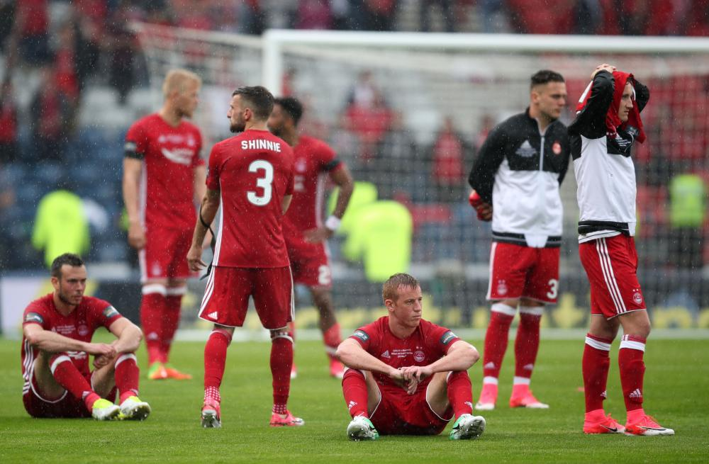 Aberdeen players look dejected after the Scottish Cup final