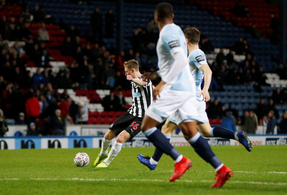 Sean Longstaff shot takes a massive deflection for the opening goal.