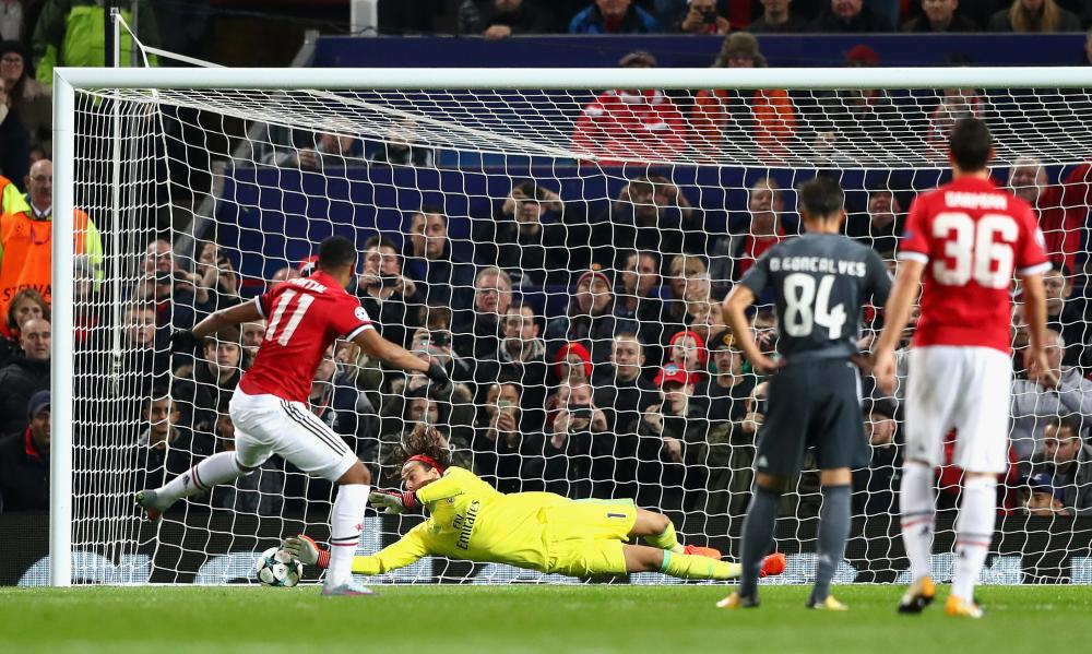 Mile Svilar saves Anthony Martial's penalty.