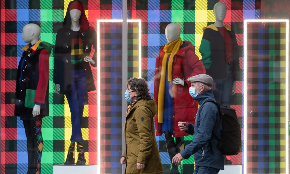 Shoppers on Berlin's famous Kurfuerstendamm.