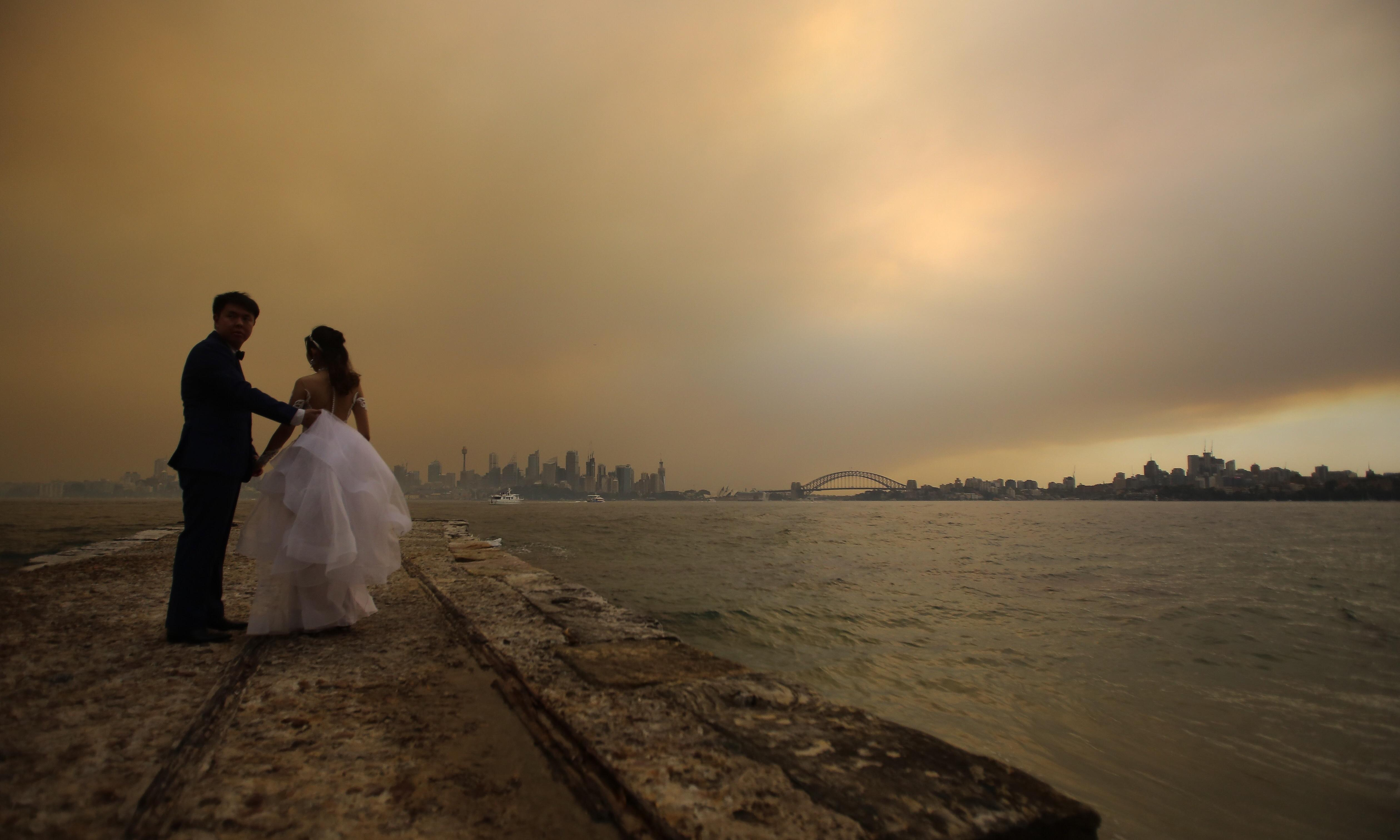 Bushfires: Sydney schools cancel sports and outdoor workers lay down tools over hazardous air
