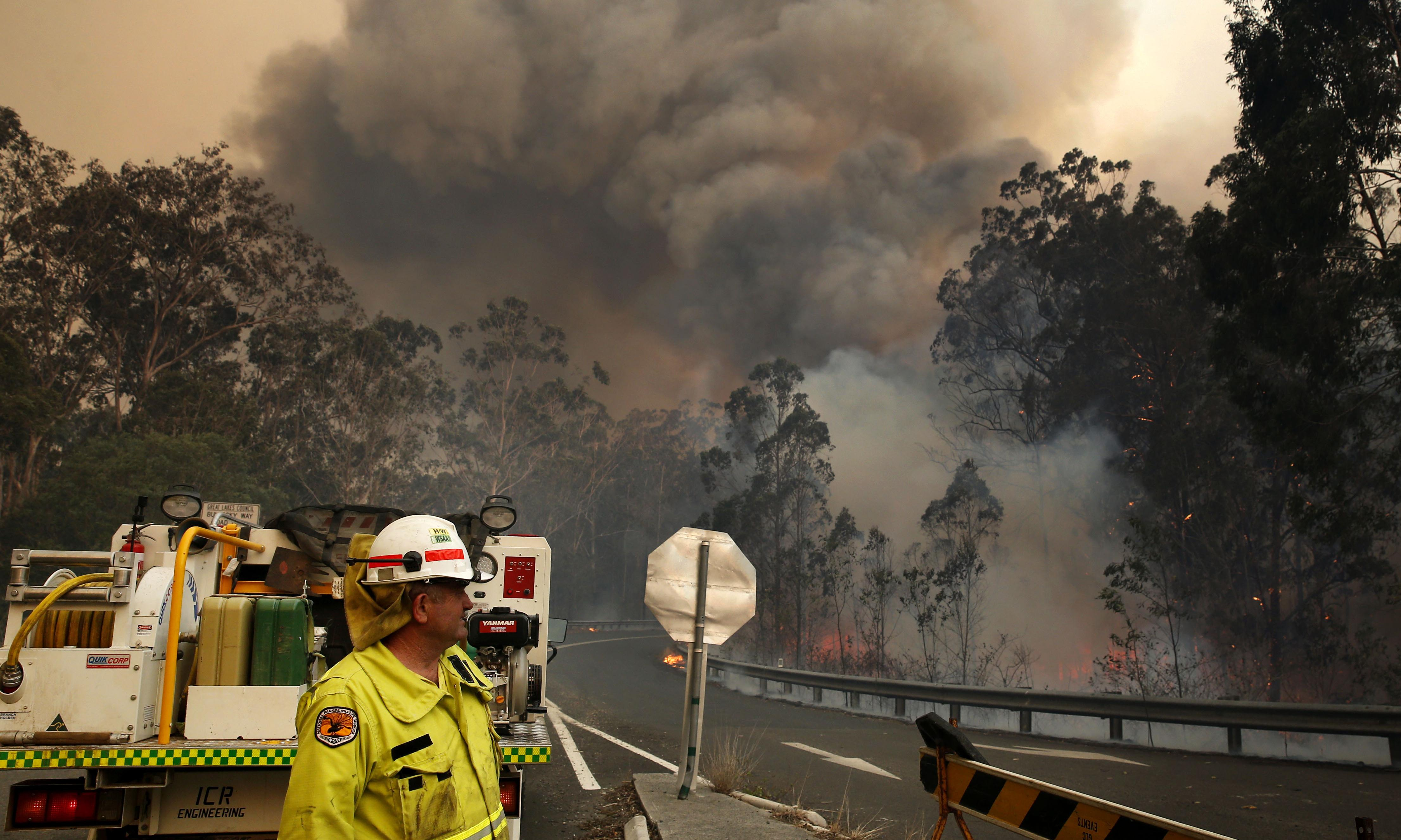 Former Australian fire chiefs say Coalition ignored their advice because of climate change politics