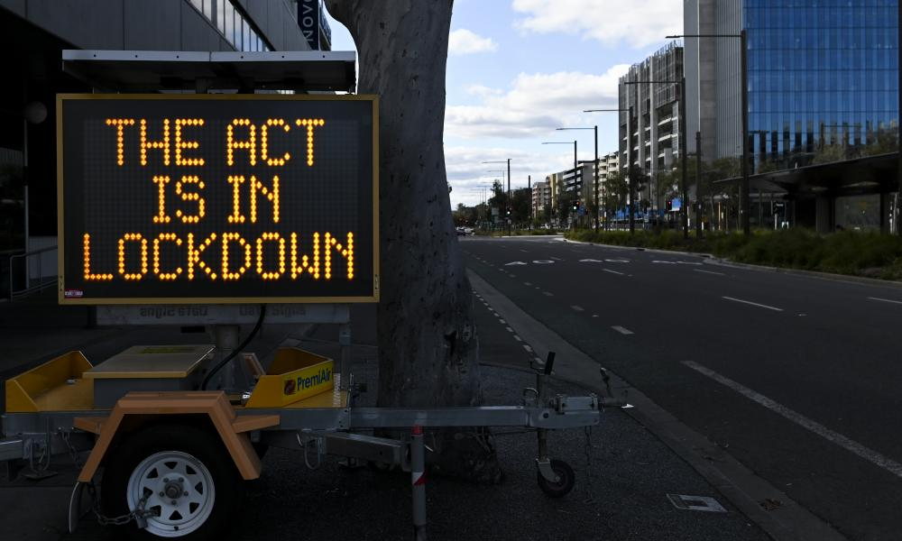 A sign reminds Canberrans of the lockdown.
