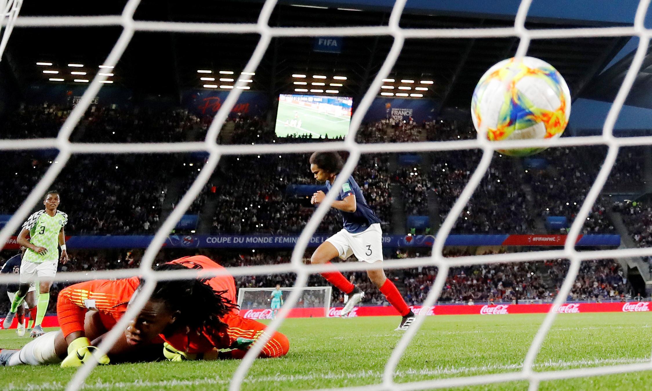 Wendie Renard's twice-taken penalty pushes France past Nigeria