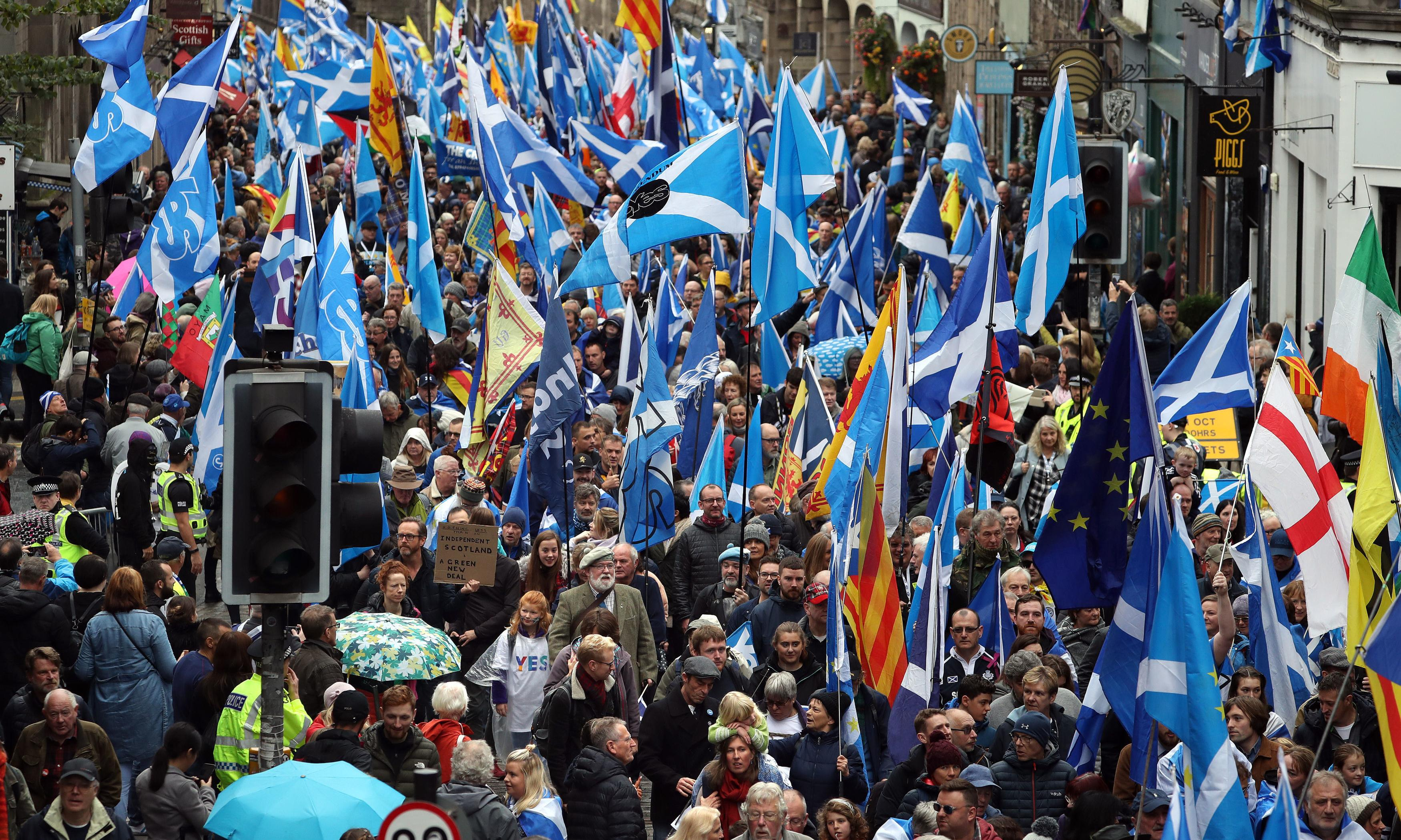 Thousands attend Scottish independence march in Edinburgh