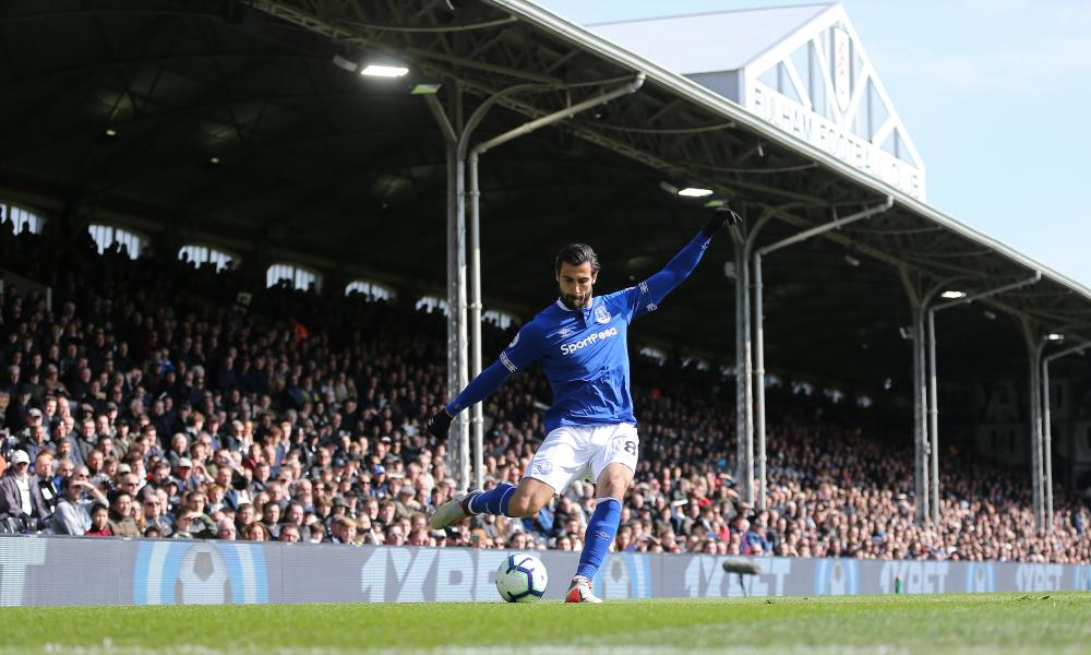 Everton's Andre Gomes puts in a cross during Everton's defeat at Fulham.
