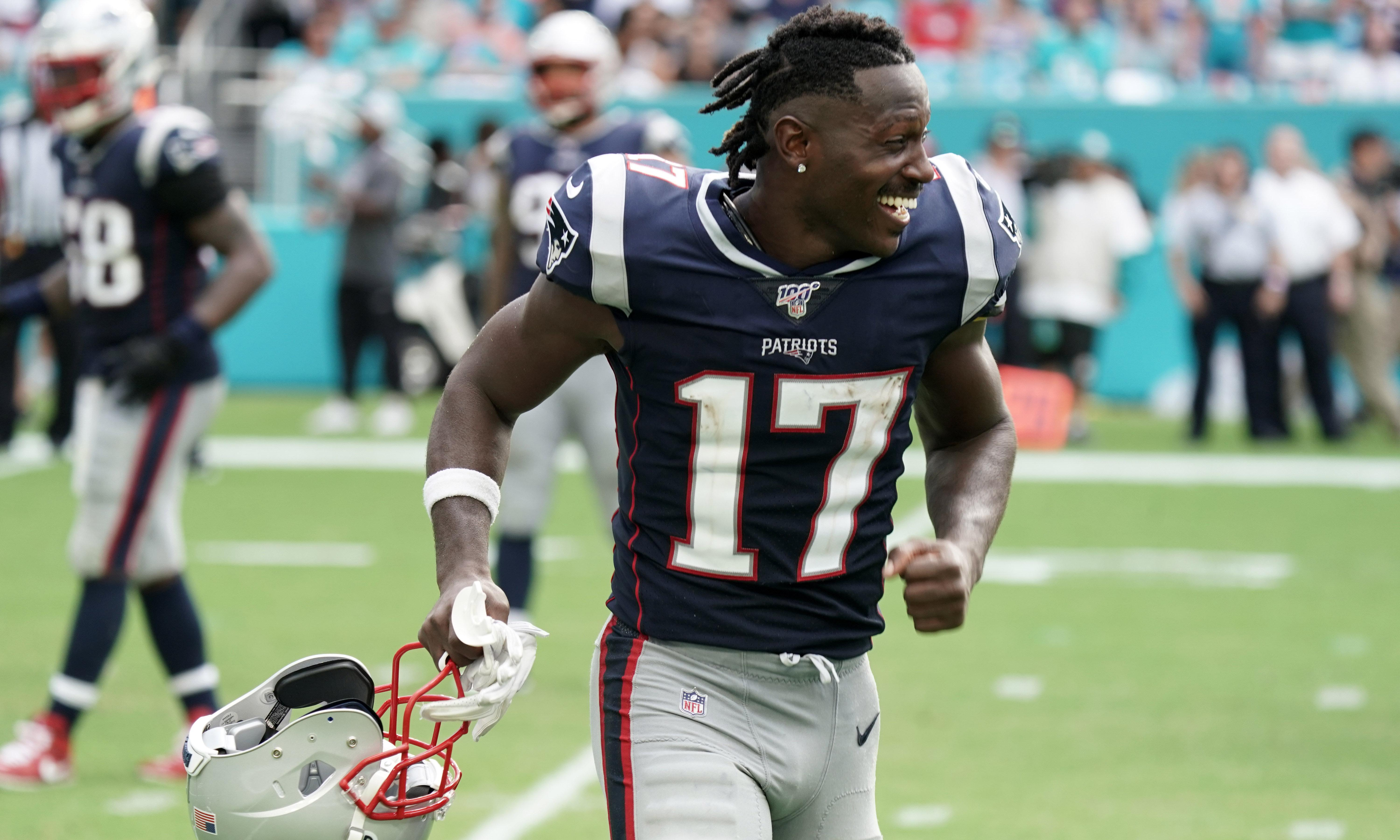 NFL round-up: Brown catches TD in Patriots debut; Roethlisberger hurt in Steelers loss