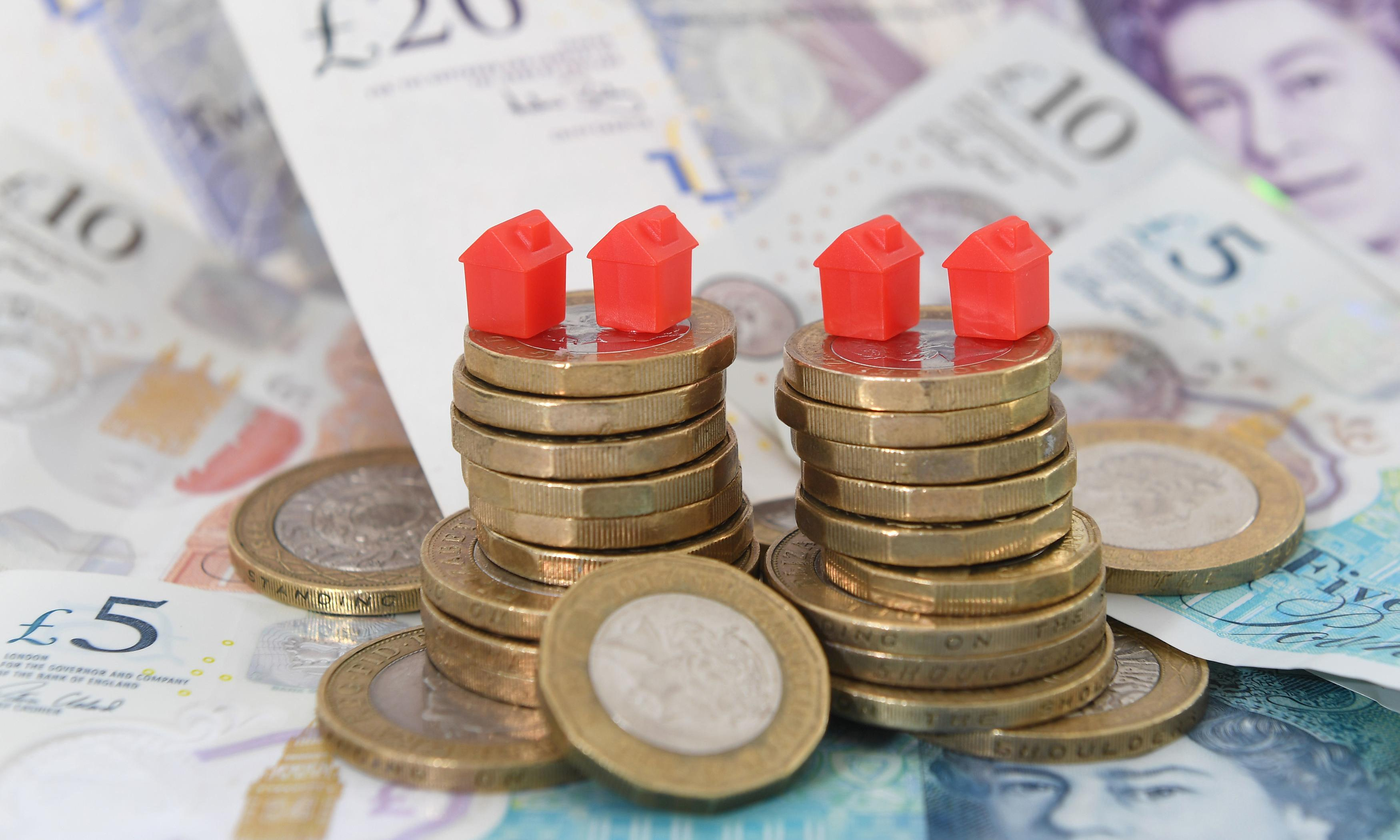 UK living standards hit by rising prices and weak wage growth