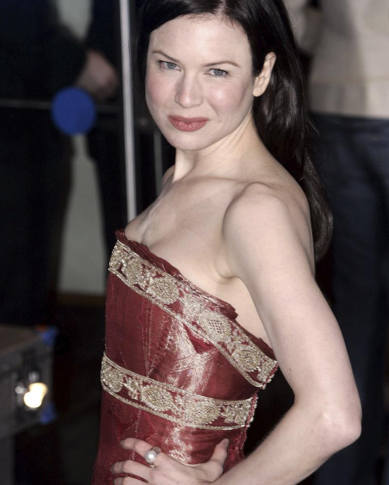 Renée Zellweger wears a Marchesa dress at the premiere of Bridget Jones: The Edge of Reason
