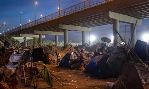 Crowded camps, garbage piles, extreme heat: migrants in Texas face unlivable conditions