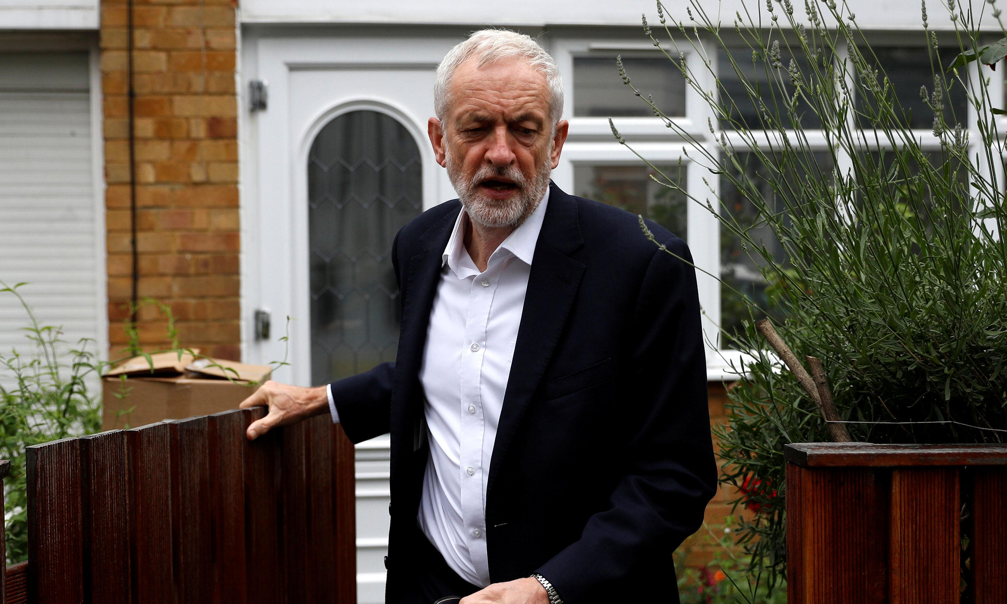 Corbyn rebuffs calls to shift Labour's position on second referendum
