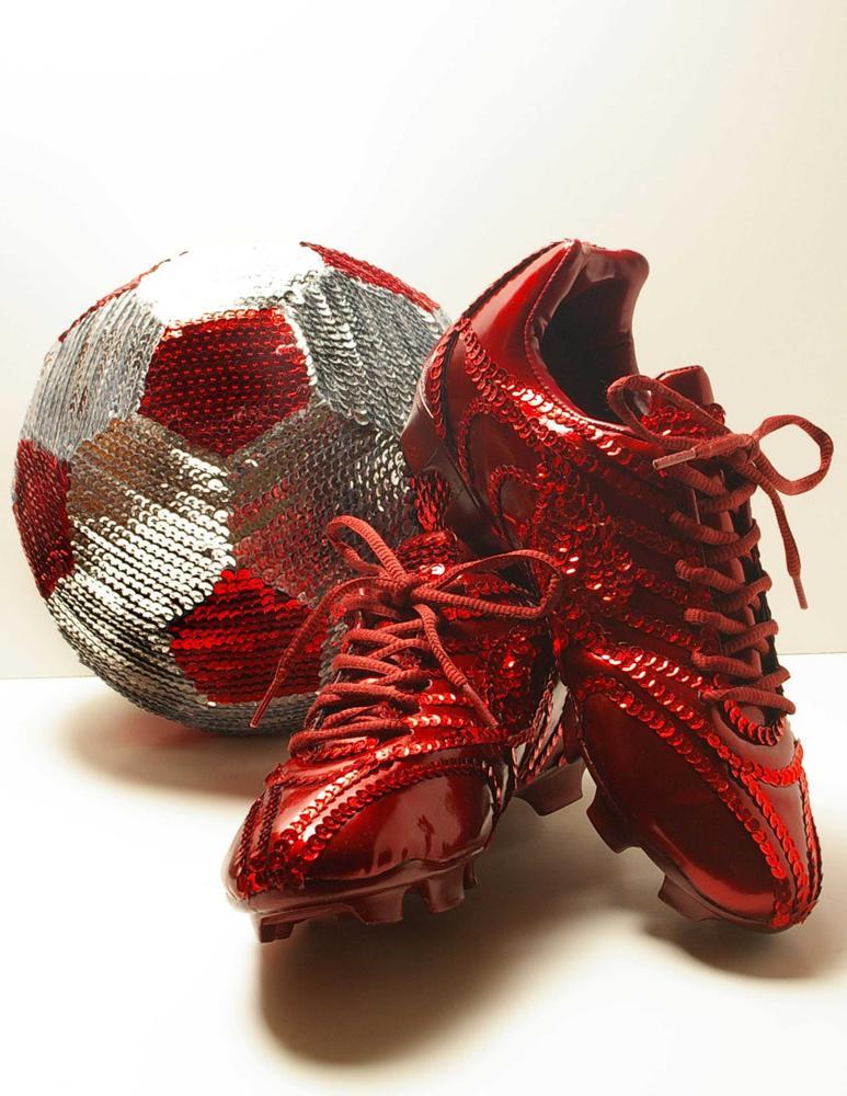 Sequin red soccer cleats – Roberto Guerrero.
