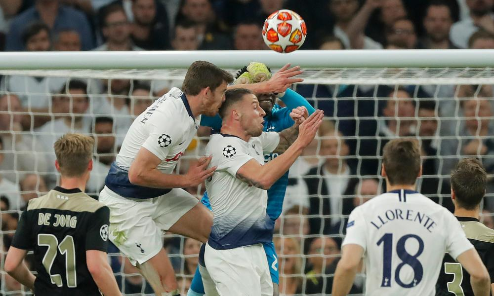 Tottenham's Jan Vertonghen clashes heads with teammate Toby Alderweireld.