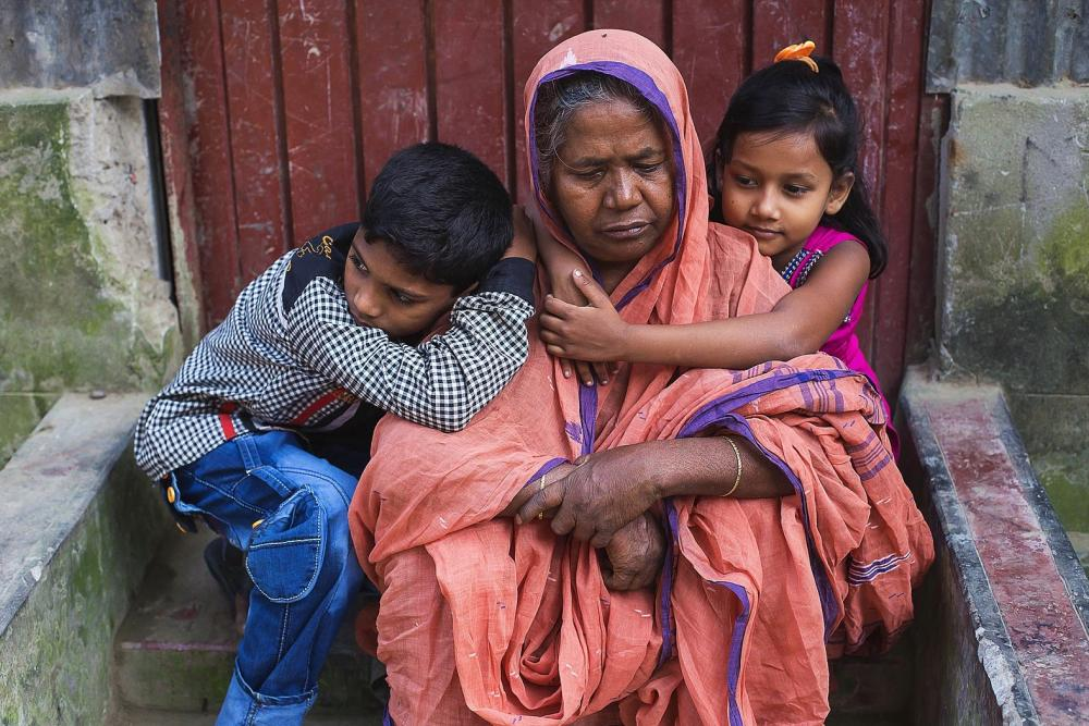 Shurjyo Begum with her grandchildren. Shurjyo has died in March 2017