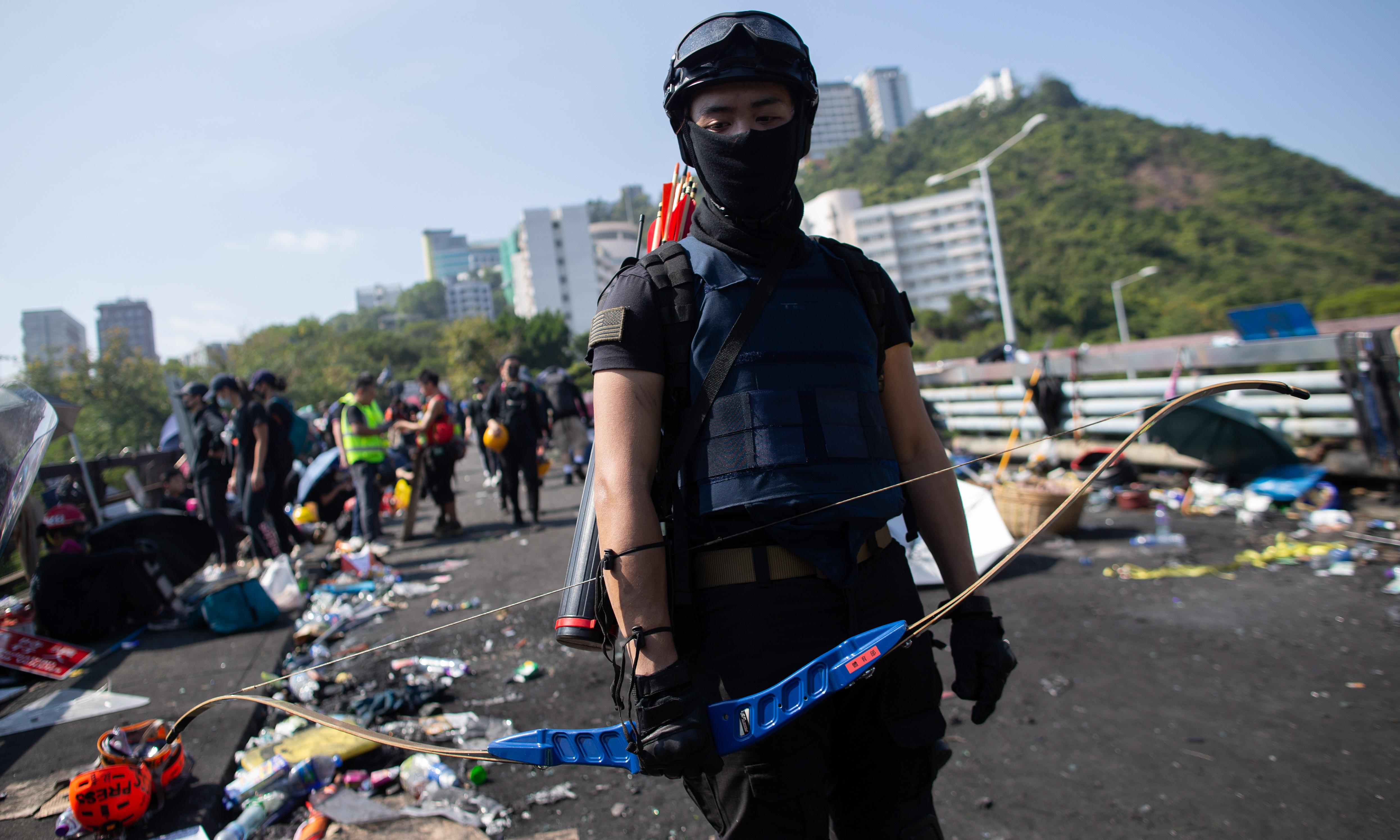Hong Kong: protesters lift highway blockade on proviso elections proceed