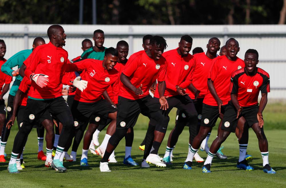 The Whoe Senegal team for giving us this, the best training warm up ever.