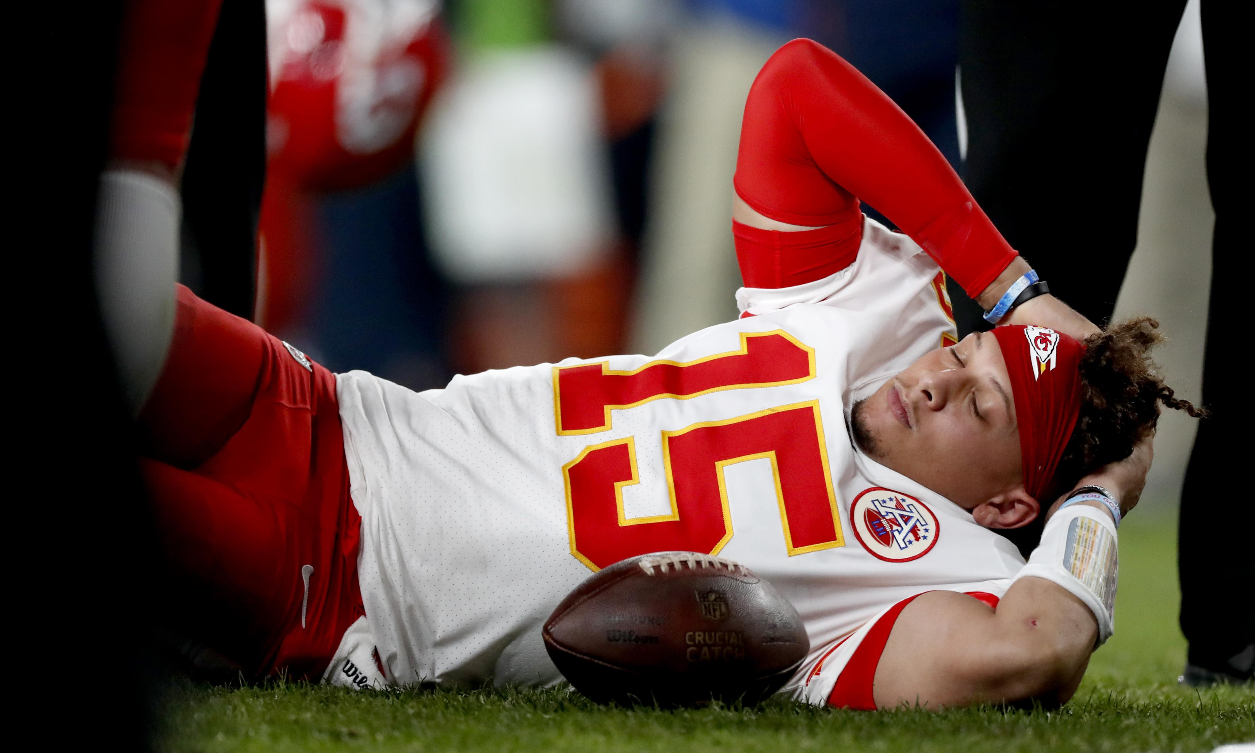 Patrick Mahomes expected to miss 'about a month' after knee injury