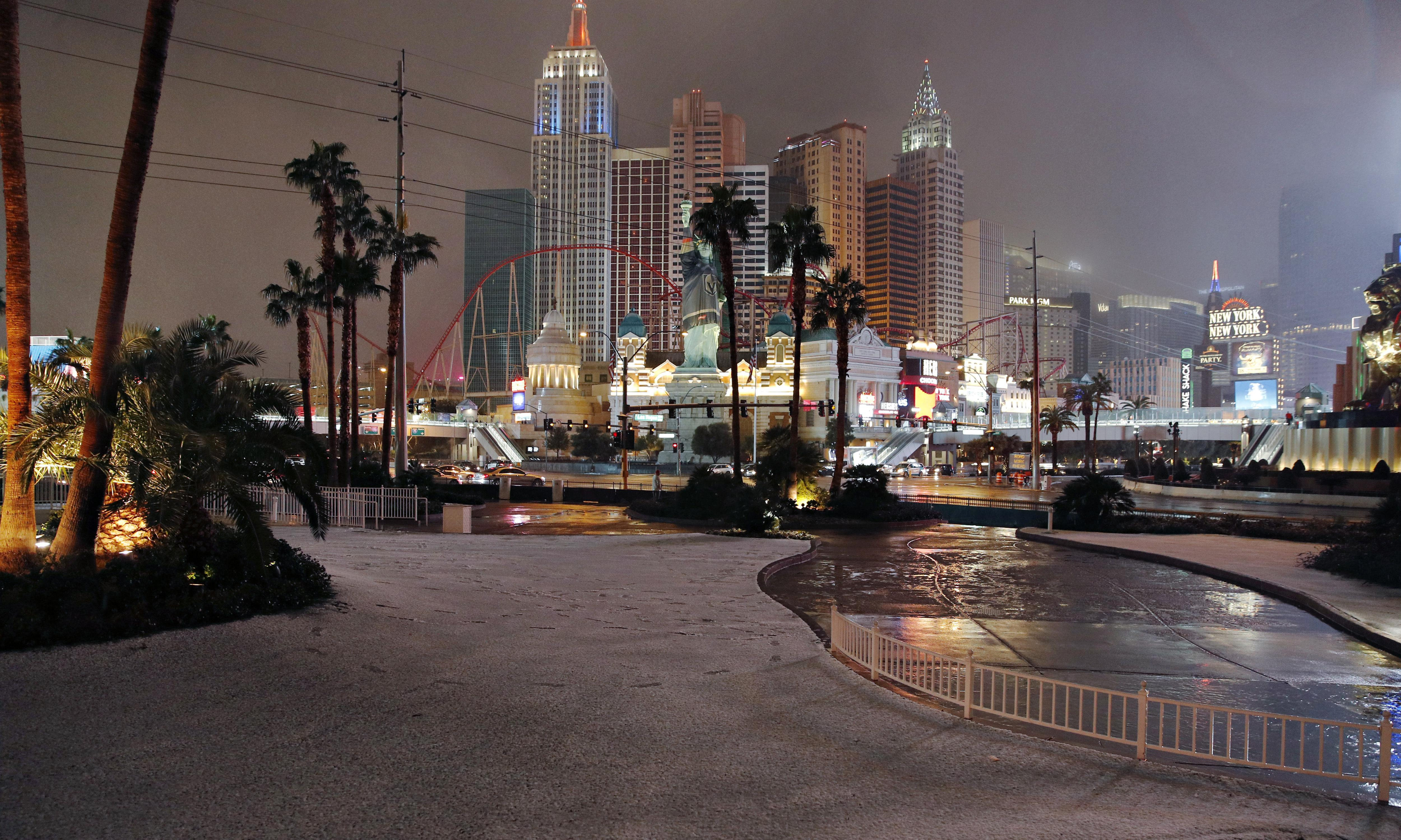 Las Vegas sees first significant snowfall since 1937