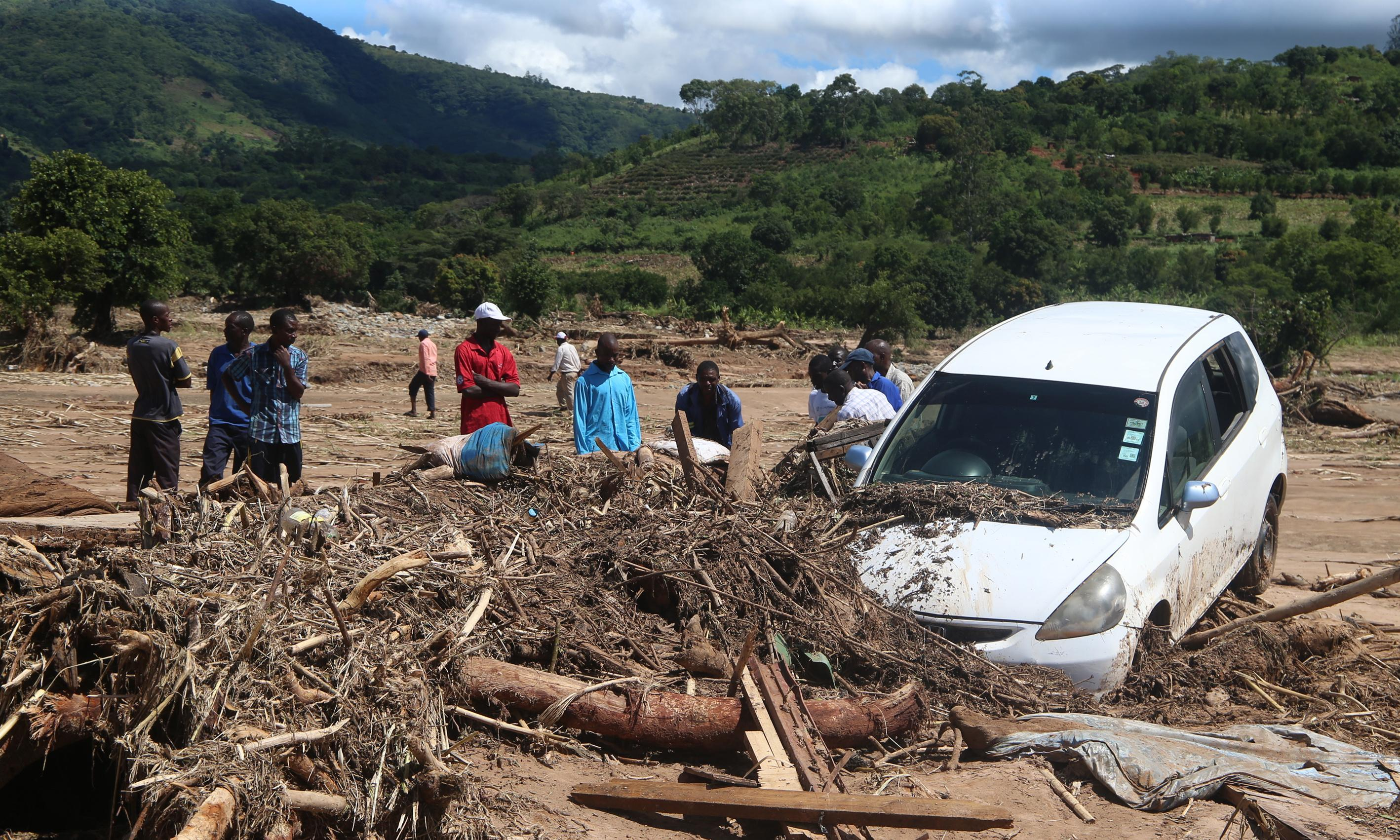 Cyclone Idai witness describes seeing hundreds of bodies by roadside