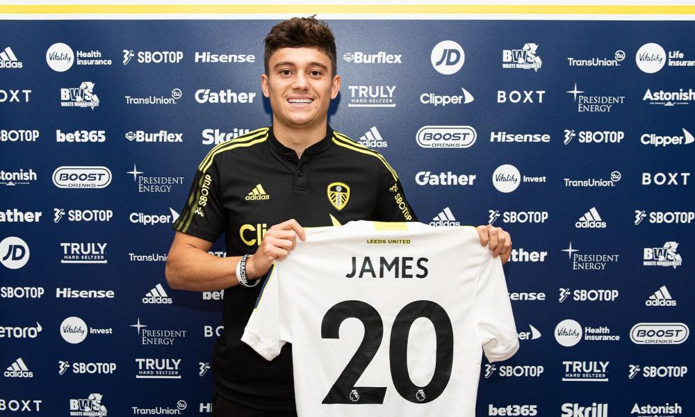 Daniel James with his Leeds shirt after signing
