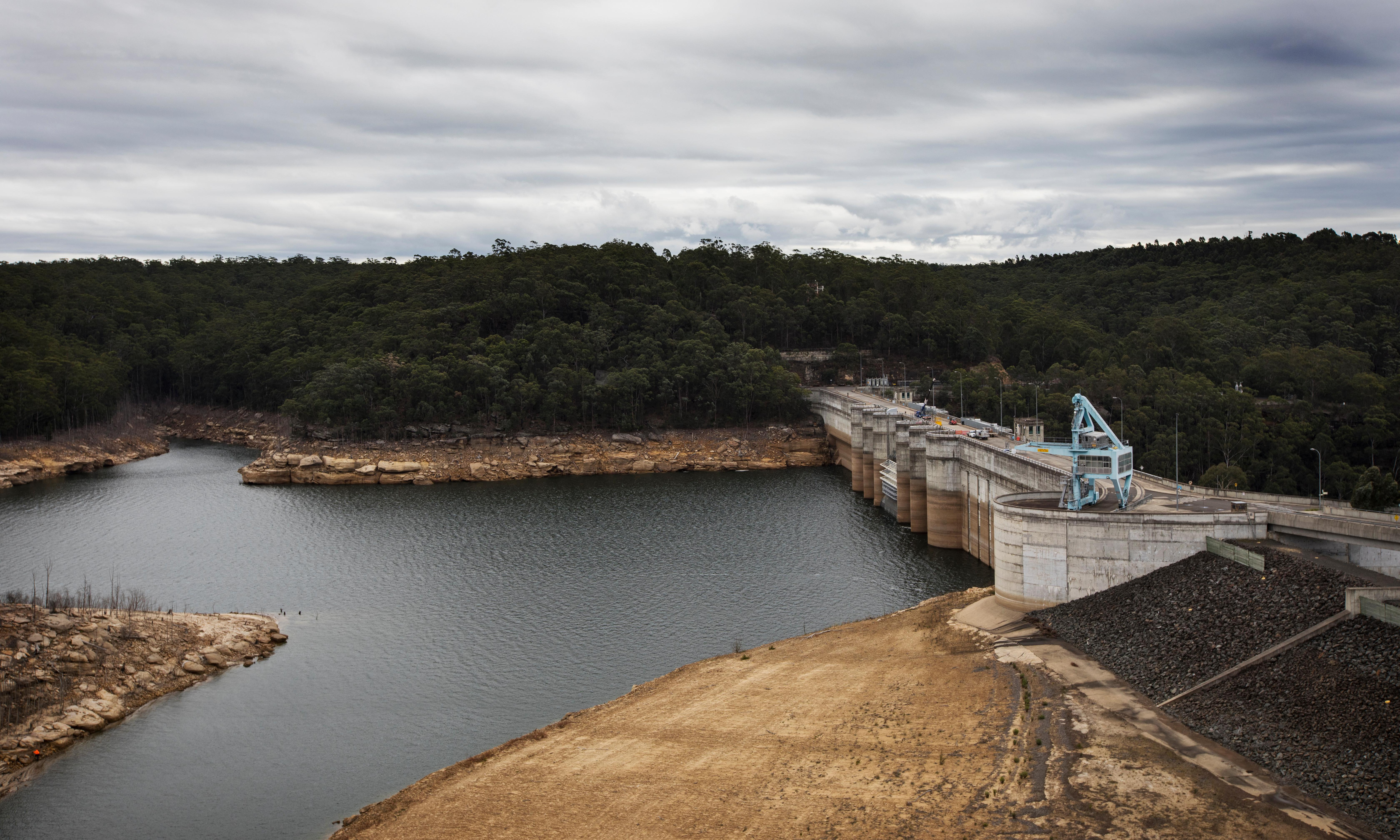 NSW to get new dam as part of $1bn drought emergency boost